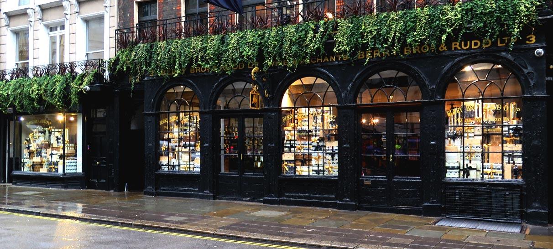 BB&R-Christmas-window-display-wine-shop-London-01
