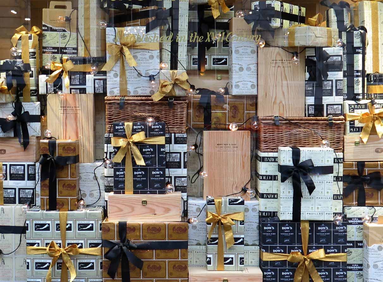 Gifts Christmas Window display BB&R