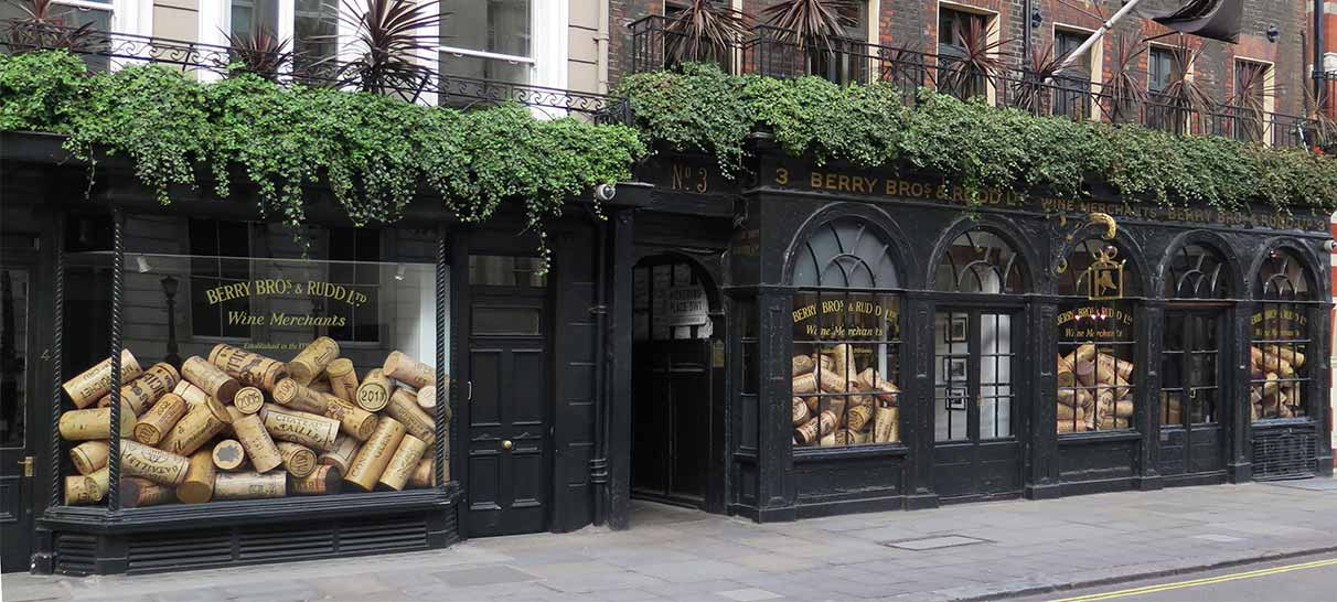 BB&R_window-display-design_giant-corks_03