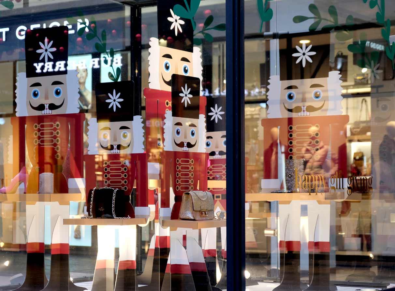 London Christmas window display visual merchandiser
