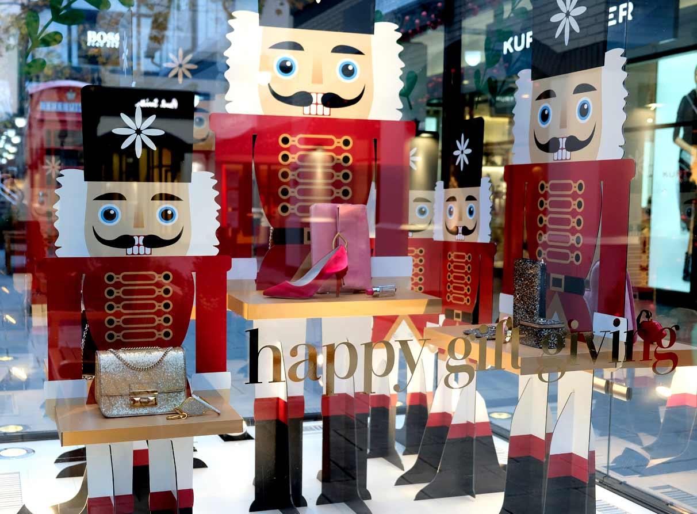 London Christmas visual merchandiser